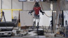 Boston Dynamics'in 343 Kg'lık Atlas adlı robotunun muhteşem dengesi